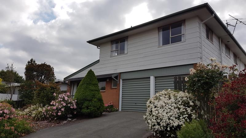 FRONT TOWNHOUSE – THREE BEDROOMS – TWO TOILETS – HEATPUMP