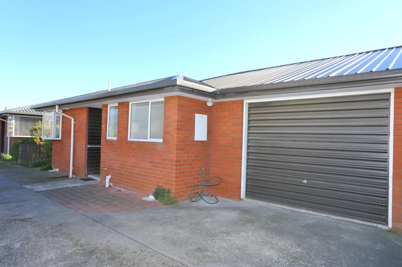 MODERN TWO BEDROOM TOWNHOUSE, GREAT LOCATION!
